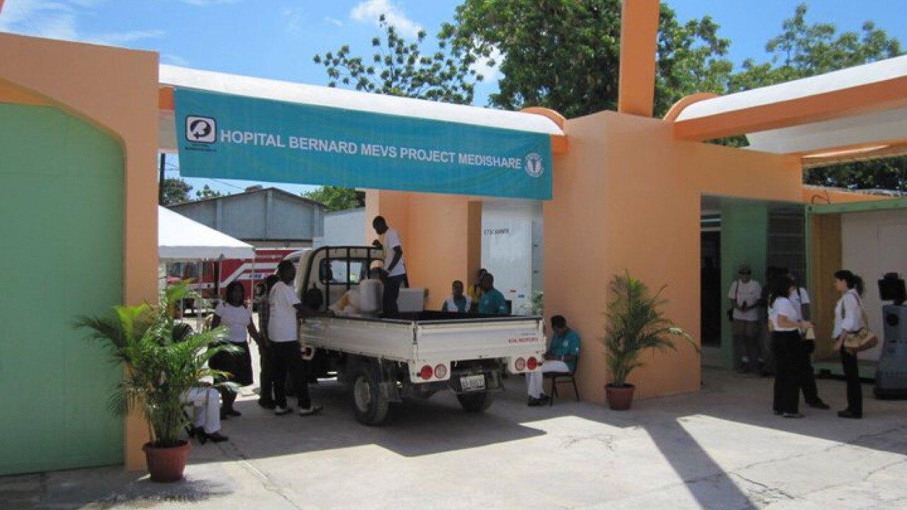 Opération à Village de Dieu : huit policiers reçoivent des soins à l'hôpital Bernard Mevs