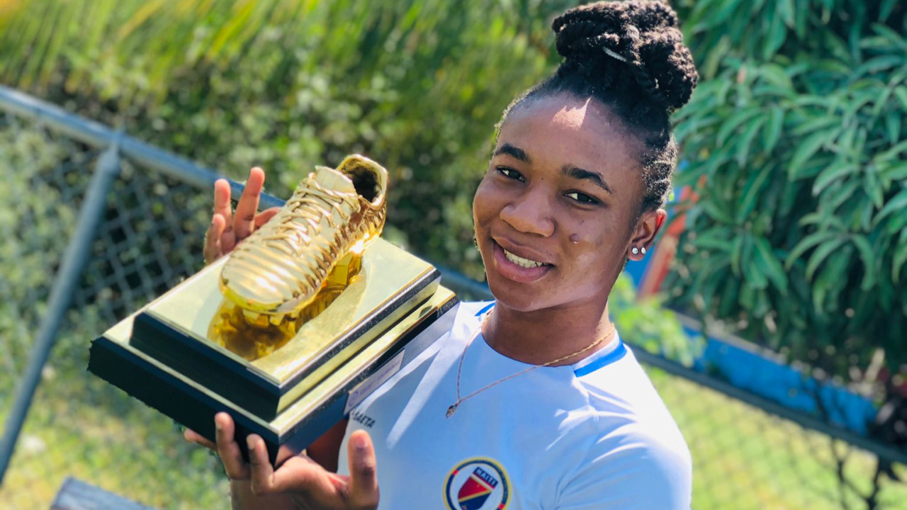 Corventina reçoit enfin son soulier d'or