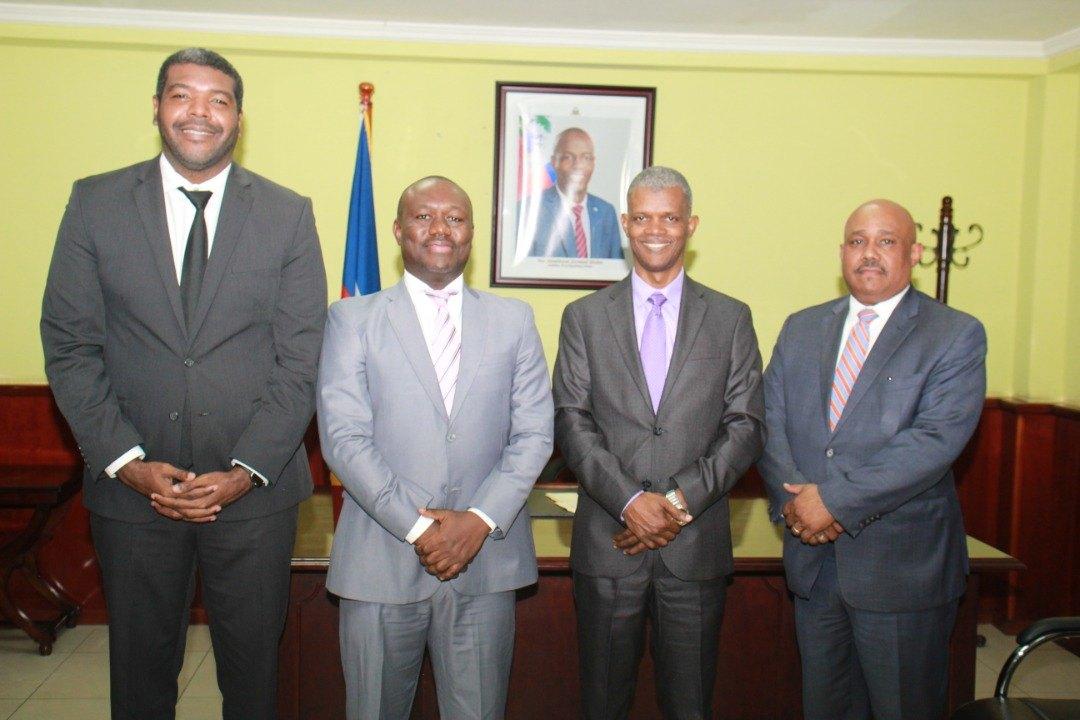 Des membres du gouvernement vantent la fiabilité du processus d'enregistrement des citoyens