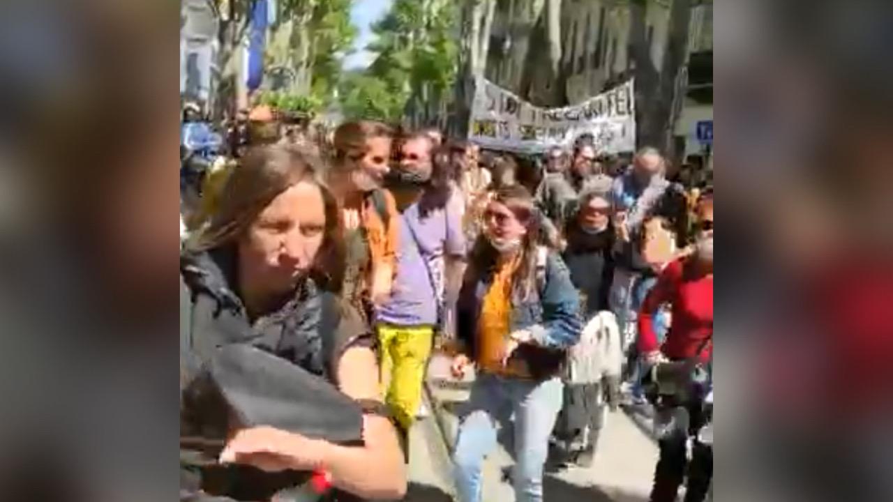 """France: des Marseillais chantent et dansent """"Pran pasyans"""" de Tropicana - Juno7"""