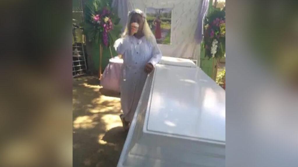 République Dominicaine: une femme simule sa mort pour vivre l'expérience de ses funérailles