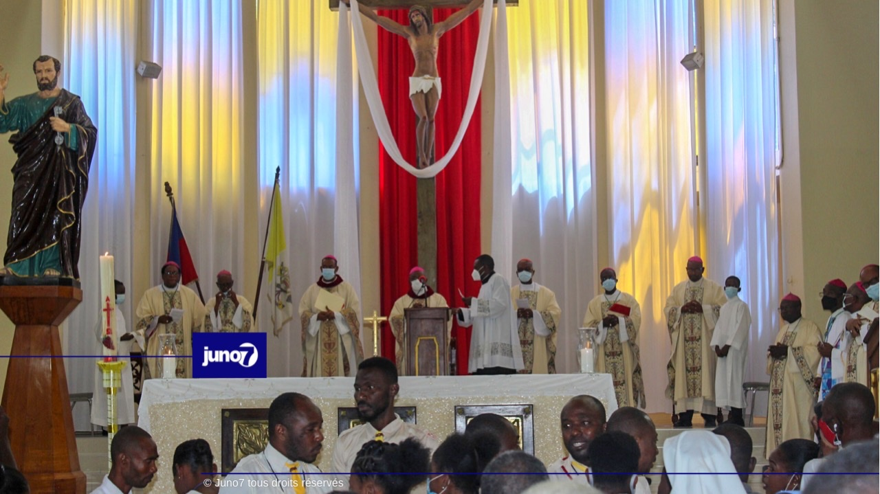 CEH / référendum / Une messe contre l'insécurité chantée par tous les évêques en l'église Saint-Pierre