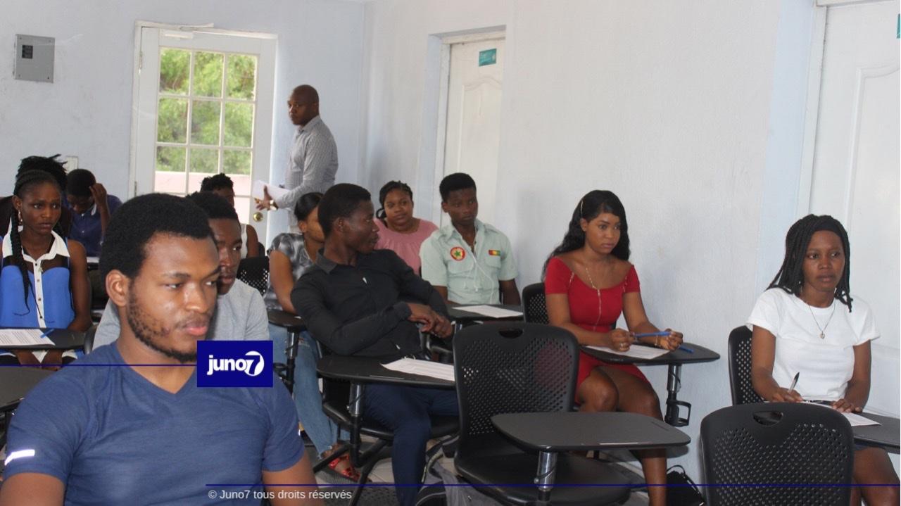 L'AISPAS offre des bourses et des demi bourses à des jeunes bacheliers