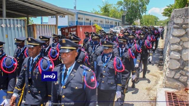 Une troisième cohorte d'inspecteurs élèves sort de l'Académie Nationale de Police
