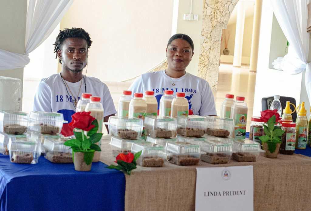Célébration du bicolore: le consulat d'Haïti à Santiago organise une foire socioculturelle