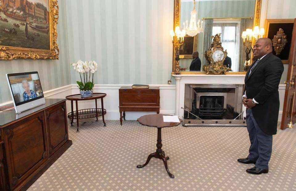 L'ambassadeur Euvrard Saint Amand a présenté ses lettres de créances à la reine d'Angleterre