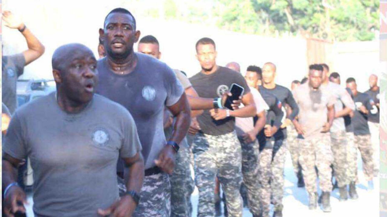Le DG a.i de la PNH, Léon Charles participe à une séance d'entrainement du SWAT