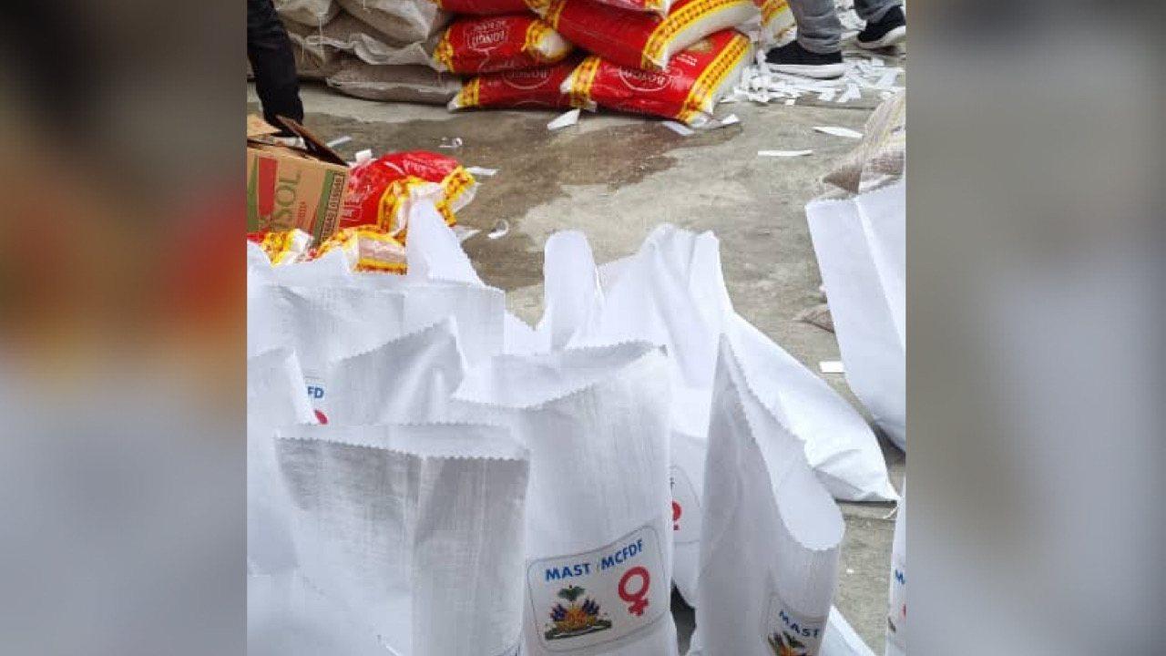 Le MAST a remis des kits alimentaires à la Mairie de Carrefour au profit des réfugiés