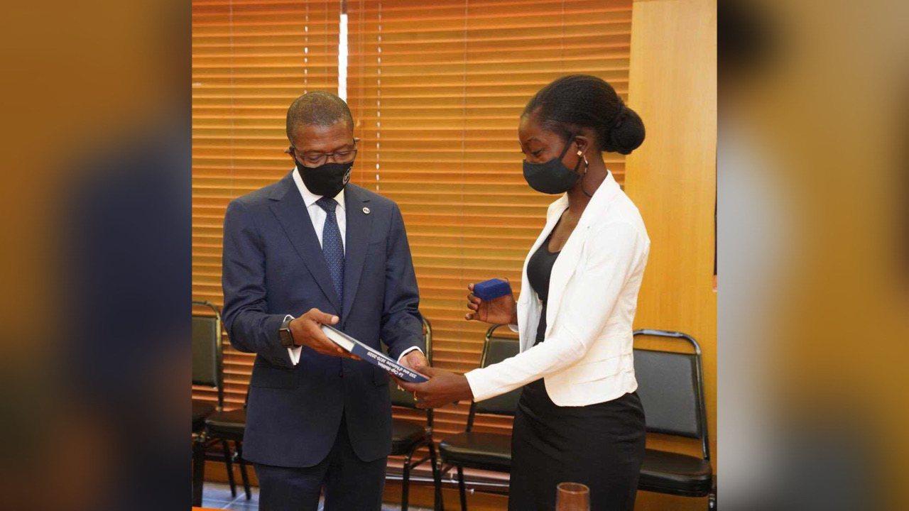 Rose Lumane Saint Jean, accueillie à la BRH par le Gouverneur Jean Baden Dubois