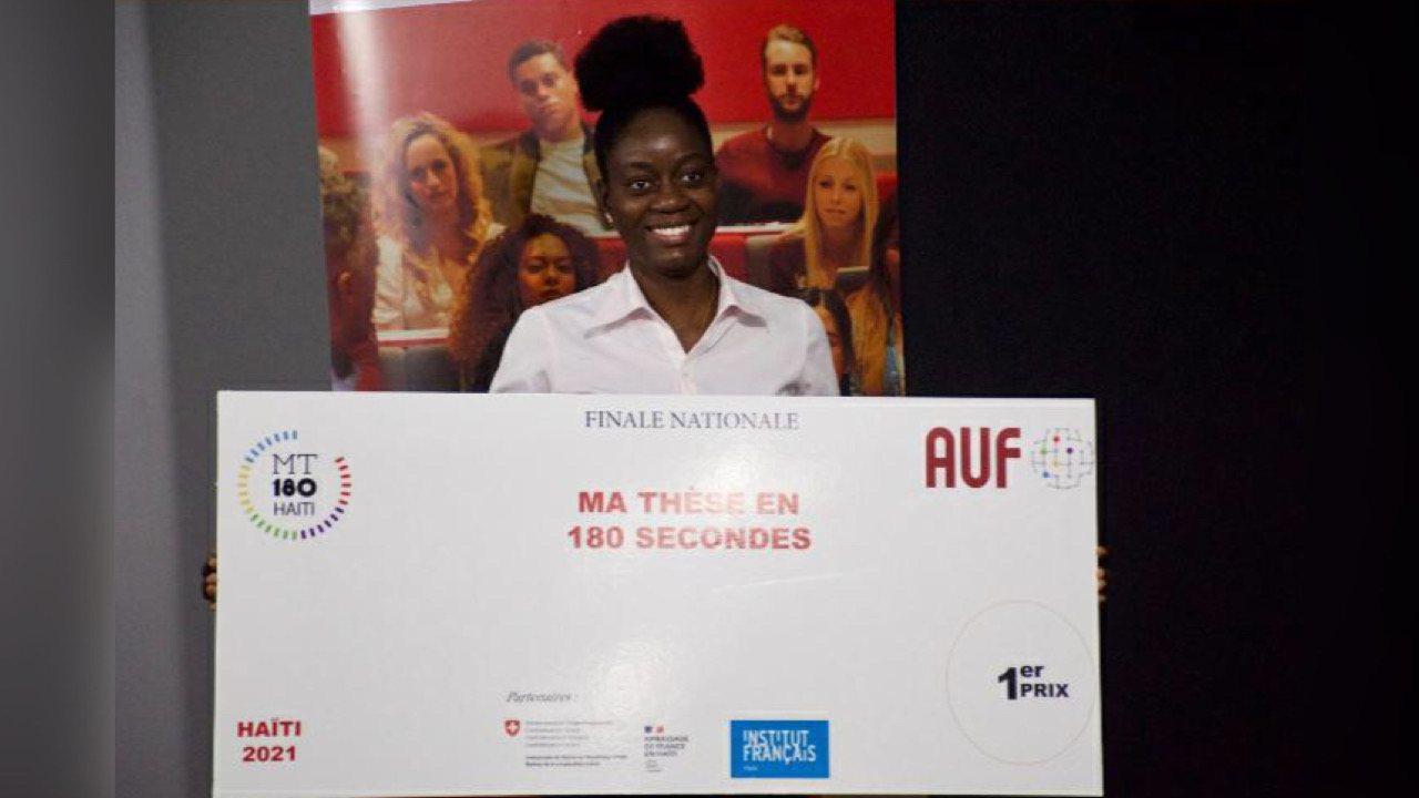 Velendy Thesnor , lauréate du concours « Ma thèse en 180 secondes » de l'AUF