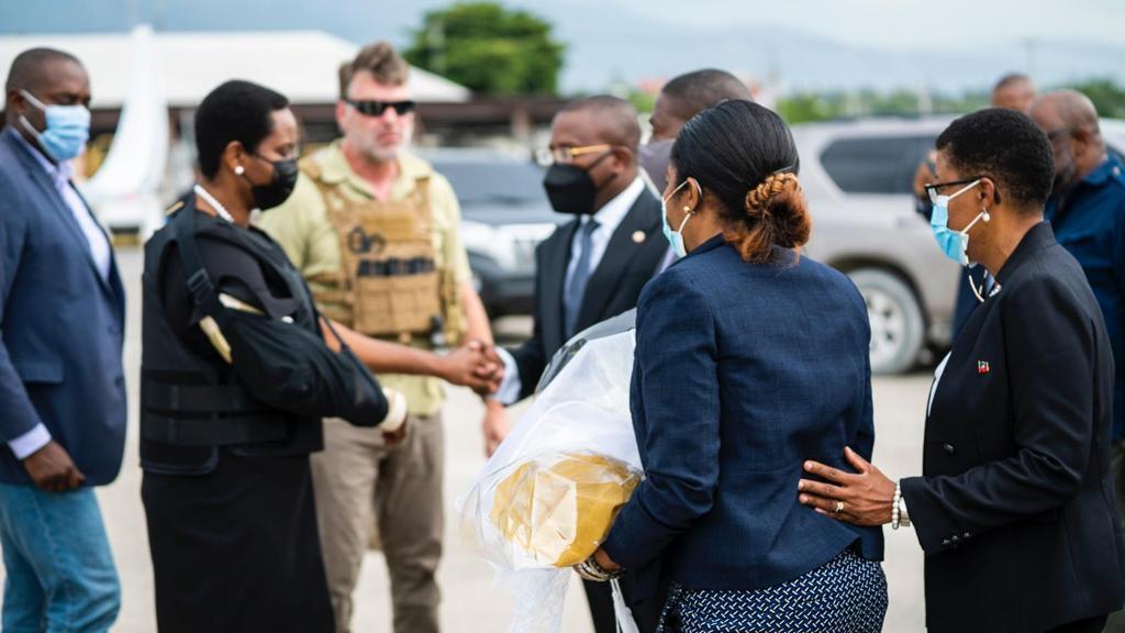 Haiti: Martine Moïse accueillie à l'aéroport international Toussaint Louverture par Claude Joseph