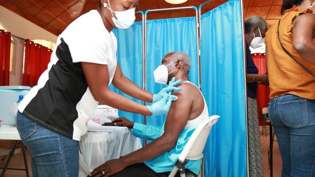 Covid-19: Selon le MSPP, 4 526 citoyens reçoivent leur première dose de vaccin