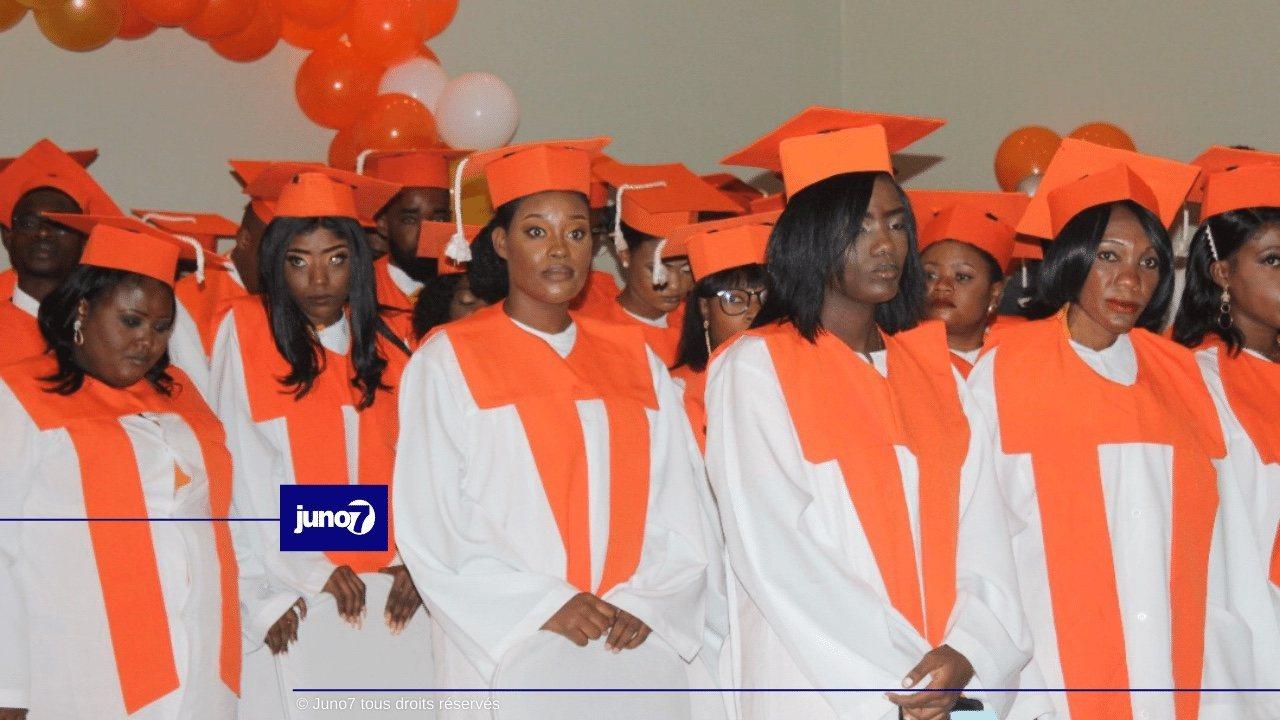 Graduation de 65 étudiants de Maurice Communication