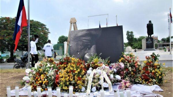 Haiti: Des gerbes de fleurs et des bougies en mémoire de Jovenel Moïse
