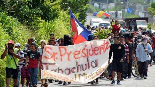 Le Mexique bloque une caravane de migrants dont des Haïtiens faisant route vers les USA