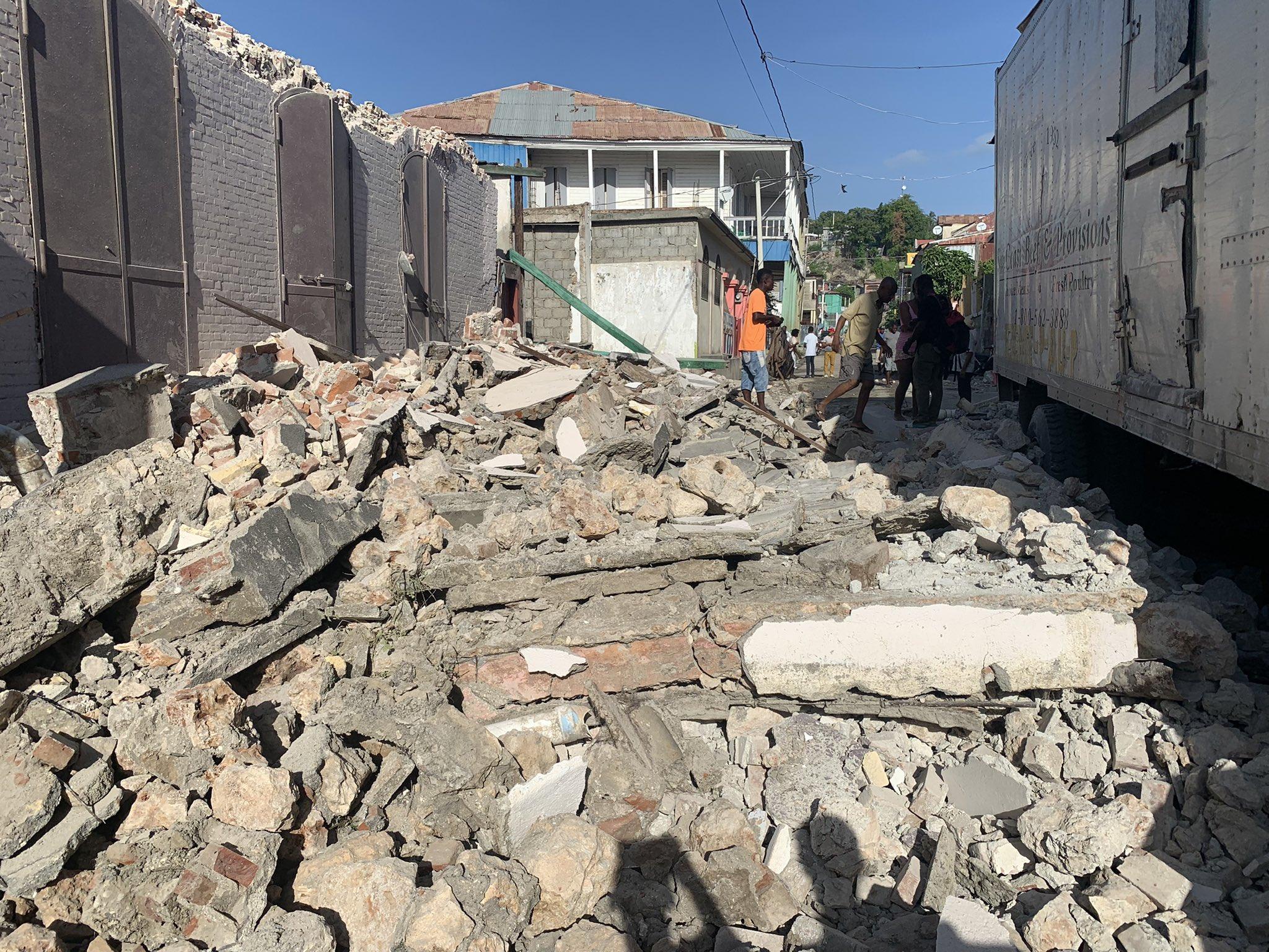 Un séisme de magnitude 7.2 frappe à nouveau le pays