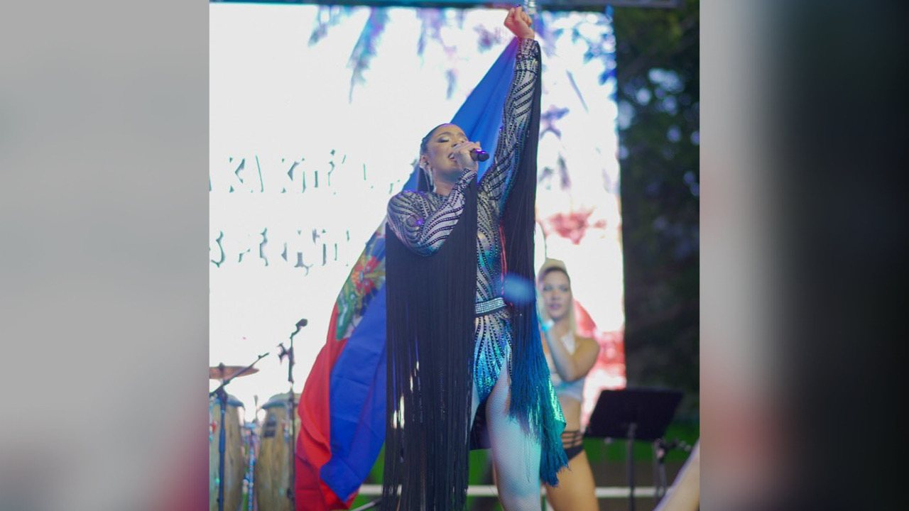 Sarodj Bertin rend hommage à Haïti au carnaval de Miami