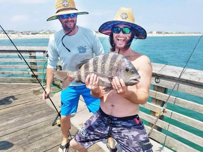 Caroline du Nord: un jeune homme pêche un poisson aux dents humaines