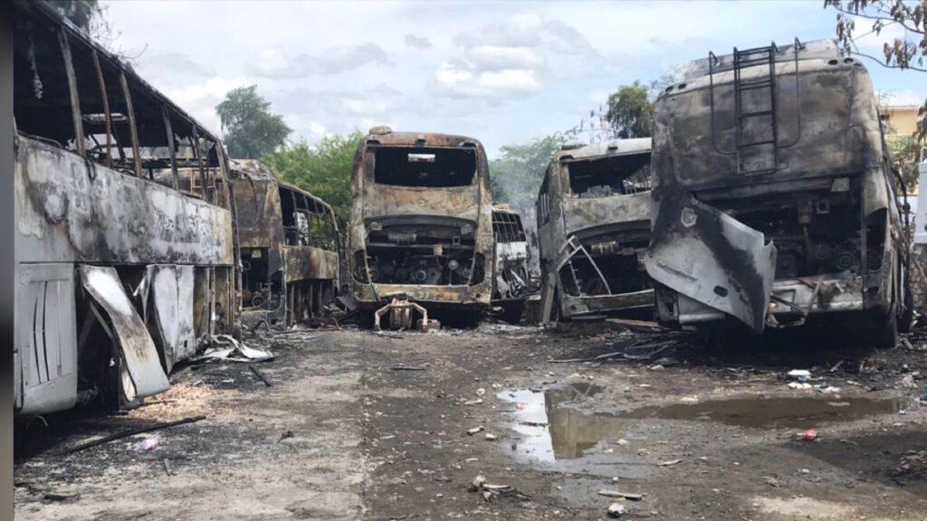 Sept autobus de la compagnie « Le Transporteur » incendiés aux Gonaïves