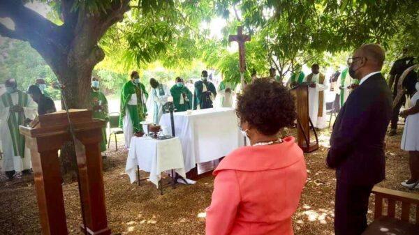Ariel Henry participe à une messe de requiem en mémoire des victimes du séisme