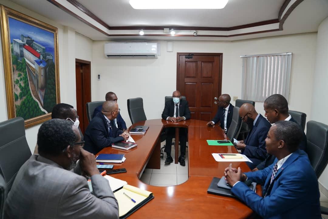 """Ariel Henry rencontre le ministre des finances sur """"la nécessité de réduire le train de vie de l'État"""""""