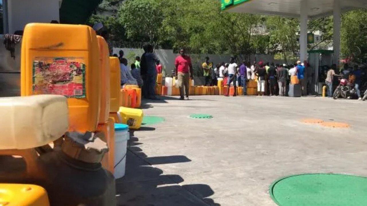 Le CG Bedford Claude interdit l'achat et la vente des produits pétroliers dans des gallons et autres récipients