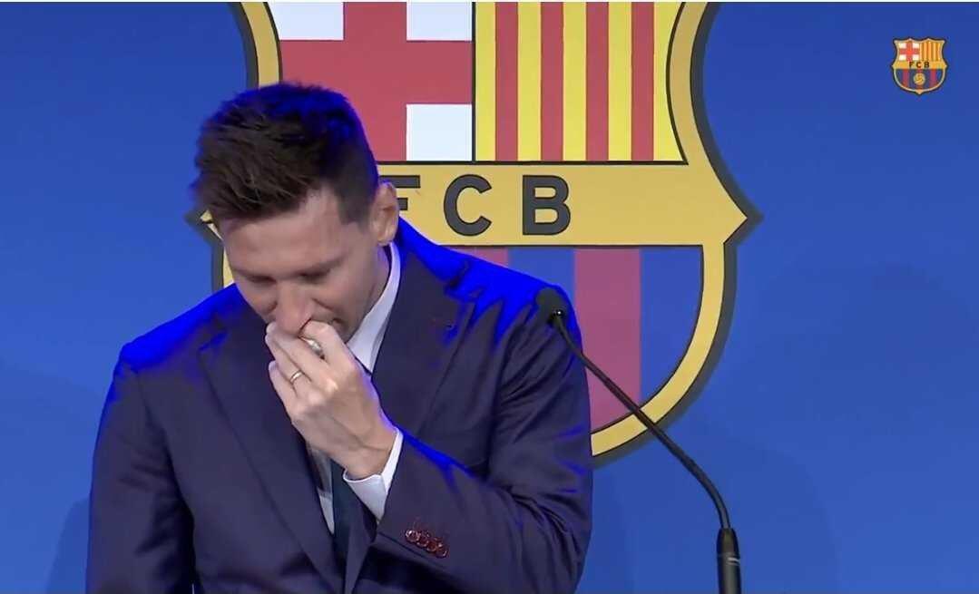 Lionel Messi en larmes fait ses adieux au FC Barcelone