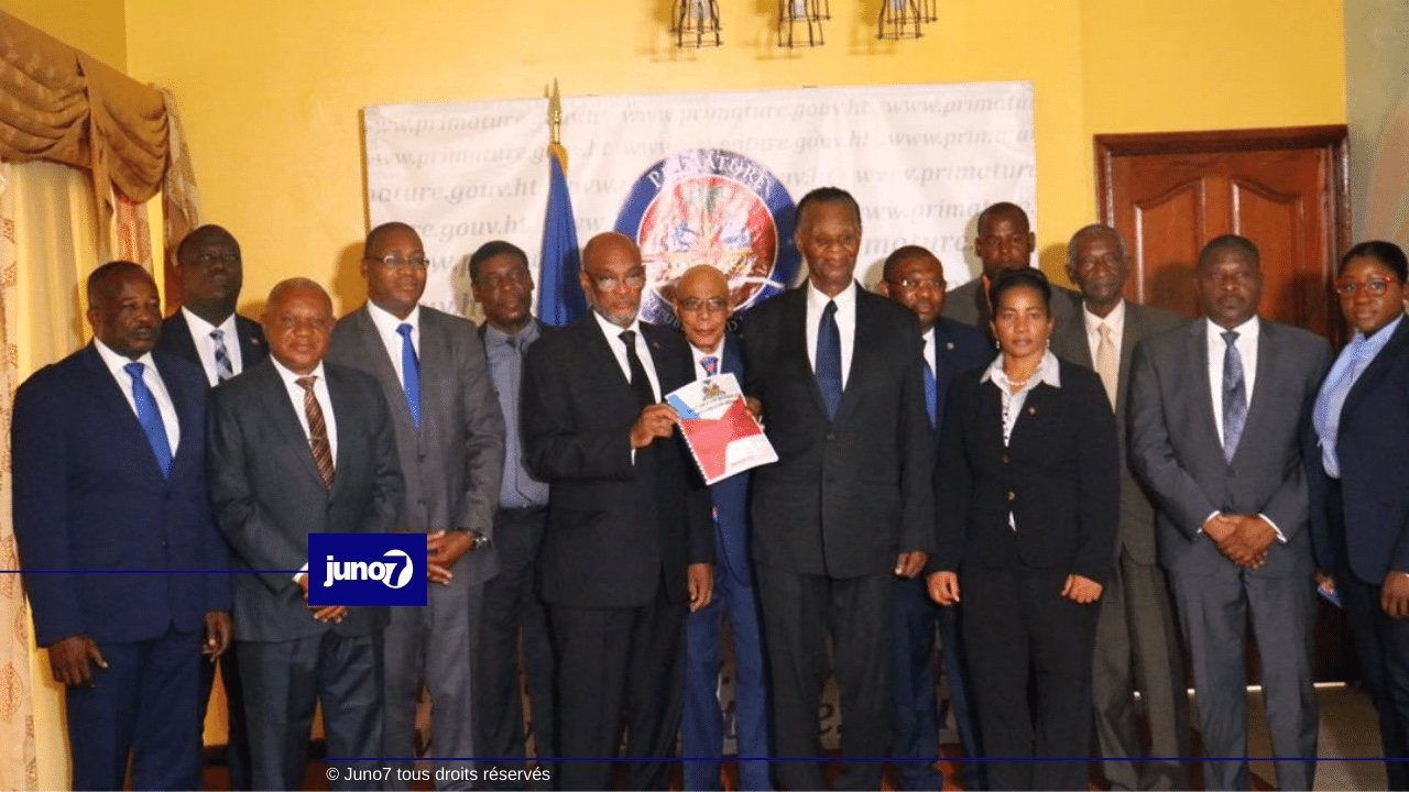Le PM Ariel Henry reçoit l'avant-projet de la nouvelle Constitution du CCI