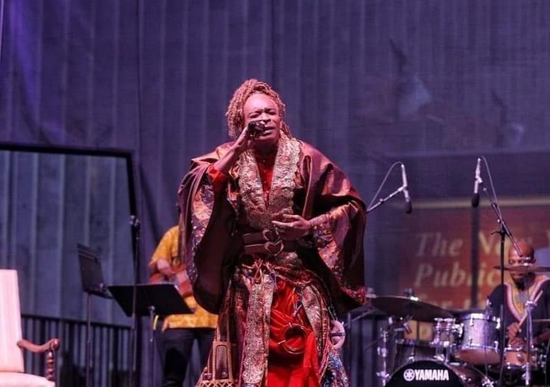 La performance de l'artiste Erol Josué saluée par le ministère de la Culture