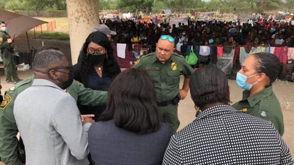 Des diplomates Haïtiens au chevet des migrants haïtiens à Del Rio au Texas
