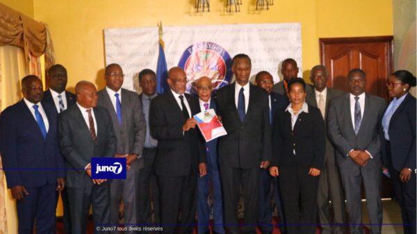 CCI-Projet de la nouvelle constitution: le nombre de sénateurs par départements réduit à 2