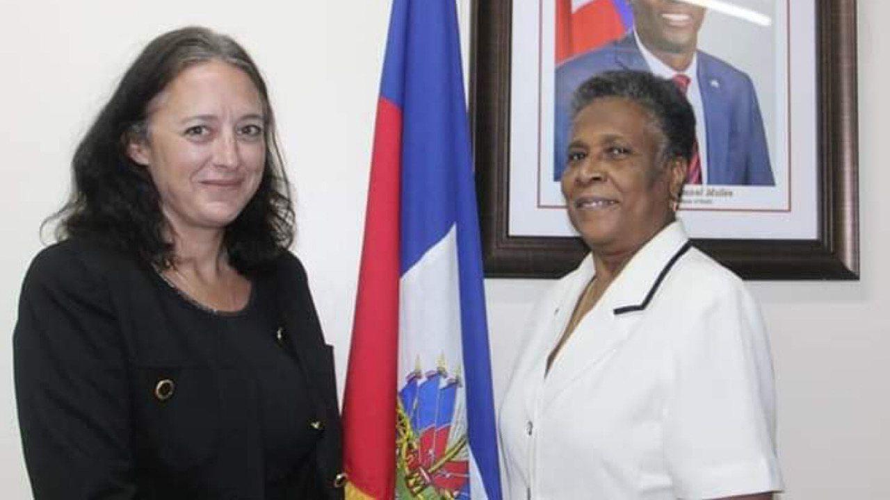 Réunion de travail entre la ministre de l'éducation et une délégation de l'Agence française