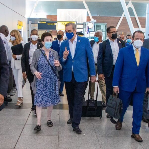 Luis Abinader prend un vol commercial pour se rendre à l'Assemblée générale de l'ONU