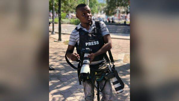 Jounalis fotograf Wesly Gedeon mouri aprè yon aksidan moto