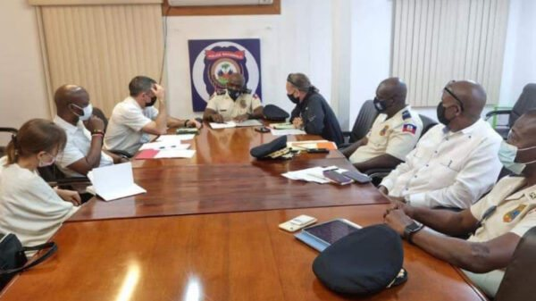 Rencontre entre le DG Léon Charles et une équipe du StateINL présente en Haïti
