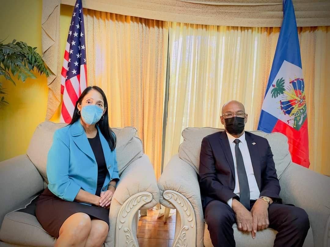 Le PM Ariel Henry rencontre l'ambassadeur des USA, Michèle Sison